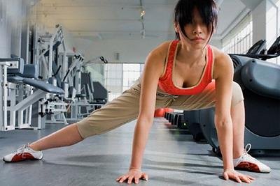 Бодифлекс упражнение «Растяжка подколенных сухожилий»